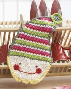 This cheery little elf will help you get your kitchen clean with extra holiday spirit. Shown in Lily Sugar'n Cream.