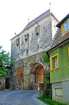 Tailors' Tower entrance to Rusu, Sighisoara, Mures_ Romania Beautiful Places To Visit, Places To See, Romania Travel, Medieval Town, World Heritage Sites, Solo Travel, Old Town, Travel Inspiration, Entrance