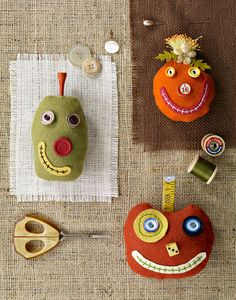 Halloween sewing projects - 10 Pin Cushions to Make – Halloween sewing projects Halloween Sewing Projects, Halloween Crafts, Halloween Decorations, Sewing Crafts, Outdoor Halloween, Sewing Ideas, Pumpkin Crafts, Cute Pumpkin, Pumpkin Faces