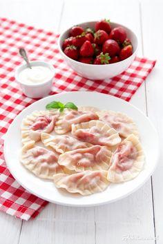Pierogi z truskawkami - Fotokulinarnie Gourmet Recipes, New Recipes, Cooking Recipes, Healthy Recipes, Thin Sliced Beef, Pierogi Recipe, Food Carving