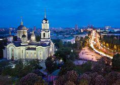 Ukrayna'da geçtiğimiz aydan bu yana devam eden yönetim karşıtı gösteriler gözleri ülke ekonomisine çevirdi. Doğuda Rusya sınırında yer