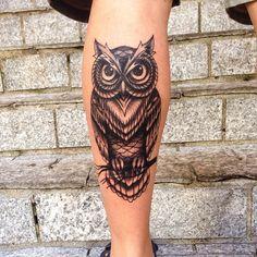 A primeira, valeu @ricofogaca ! #tattoo #tattooowl #owl #owltattoo #tattooblack