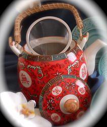 Bule de cerâmica com infusor