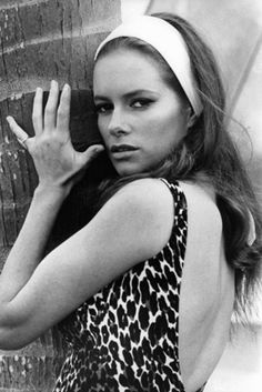 Luciana Paluzzi as Fiona Volpe in Thunderball, head scarf