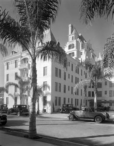 La Belle Tour Apartments (6200 Franklin) shortly after it opened in 1929. Today, it is best known as Hollywood Tower. (California State Library) Bizarre Los Angeles