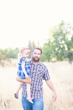 Daddy and daughter. Great for Fathers Day www.laurahatchphotography.com Family Session Denver, Colorado