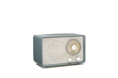 In 1929, Max Braun began to manufacture radio sets in Frankfurt am Main. In 1935, the Braun brand was introduced. During World War II, the Frankfurt factories were destroyed. After the war, Max Braun began to rebuild his company with 150 employees. Braun continued to produce radios and audio equipment, and in the fifties, the company also began producing film slide projectors and the electric shavers. In 1952, graphic designer Wolfgang Schmittel was hired and a new department of product…