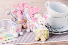 Nähanleitung: Kleine Osterhasen als Tischdeko mit Geheimfach | buttinette Blog