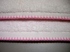 Ribete decorativo alrededor de toda la toalla. www.lolacortes.com