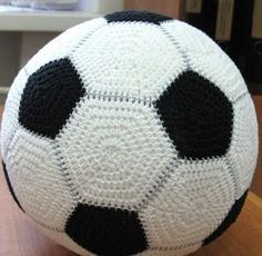 Instead of crochet - sewing the soccer look from fleece fabric instead - attach to exercise ball for large awesome room decor Crochet Ball, Cute Crochet, Crochet For Kids, Crochet Crafts, Crochet Projects, Crochet Amigurumi, Crochet Toys, Football Crochet, African Flowers