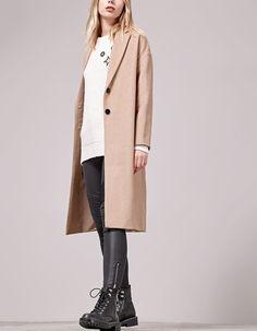 Chez Stradivarius, tu trouveras 1 Manteau long oversize  pour femme pour seulement 59.95 France . Entre et découvre bien d'autres TOUS.