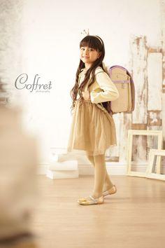 入園入学 写真 Little Girl Fashion, Kids Fashion, Japanese Backpack, Human Poses, Studio Setup, School Bags, Cute Pictures, Tuesday, Little Girls