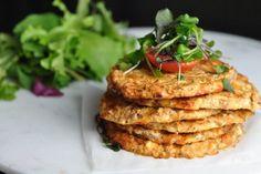 Low carb recepty s nízkým obsahem sacharidů Tzatziki, Salmon Burgers, Prosciutto, Food Inspiration, Cauliflower, Granola, Tofu, Paleo, Food And Drink
