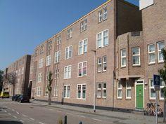 Voorkant Justus van Effen complex Rotterdam wijk Spangen (JJP. Oud)
