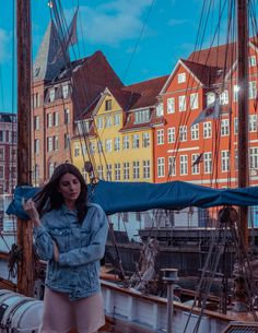 Nyhavn is an unforgettable experience, despite the cold morning breeze. Copenhagen has always fascinated me a lot, but finally being here surpasses by far all my expectations about the beauty of this city. And after tasting the delicious Kanelsnegle, Copenhagen you completely stole my heart. Copenhagen, Foto E Video, Breeze, My Heart, Cold, Travel, Beauty, Instagram, Viajes