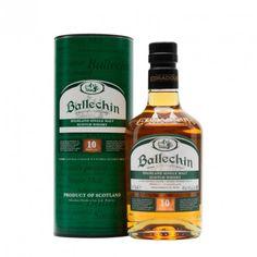 """EDRADOUR BALLECHIN 10 AÑOS ha sido envejecido en barriles ex-Bourbon y ex-Jerez, Oloroso. Es un whisky """"non chillfiltered"""" no ha sido tratado con muy bajas temperaturas antes del embotellado. Ballechin es la marca registrada de la destilería Edradour para los whiskies con gran cantidad de turba, alrededor de 50 ppm, cuando el rango estándar suele estar entre 5 y 10 ppm."""