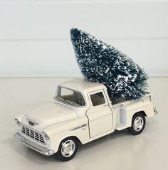 Pickup med juletre juledekorasjon   Nettbutikk med WOW produkter til Interiør og Selskap