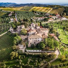 Few wine regions have the instant name recognition of Tuscany's Chianti. Here, the best wineries to visit throughout the region.