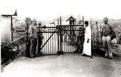 Geni - Photos in Photos from Anglo Boere Oorlog/Boer War POW Ceylon Main Gate leading into Diyatalawa Boer Prisoner of war camp. Baden Powell, Armed Conflict, Main Gate, Prisoners Of War, My Land, African History, Sands, Trek, South Africa