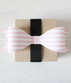 Free Printable Striped Bows (in 12 colors) from printablepartydecor.com #freeprintable
