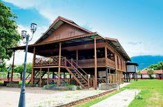 Rumah Tongkonan - Rumah adat Sulawesi Selatan