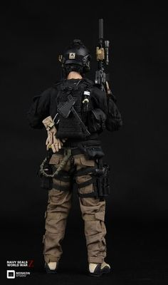 Navy seal in world war z back view