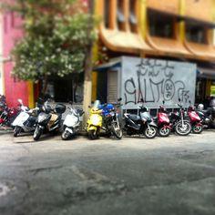 BOAS FESTAS com muita saúde e paz na série ONDE TEM UMA TEM DUAS (ou mais) #use_scooter #scooter #scooterista #paz_no_transito #onde_tem_1_tem_2