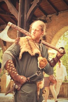 We can miss out anything but the Viking axe whenever it comes to the Viking weapons. Single-edged axe has became the Viking symbol for a long time. And it's truly worth having such reputation. Ever since a Viking was a boy, he had the axe in his hand. Viking axe was not only affordable for all social classes but it was also flexible. Viking Garb, Viking Men, Viking Life, Viking Warrior, Viking Reenactment, Larp, Viking Wedding, Viking Culture, Viking Clothing
