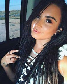 Demi Lovato posta foto das pernas e passa mensagem empoderada