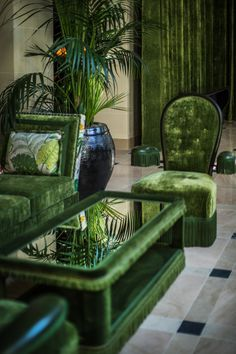 The team chose fabrics by Nina Campbell, Watts of Westminster, and Moore & Giles for the lobby and Palm Court.