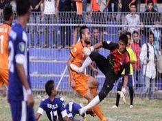 Its all about National & Internation News: انڈونیشیا: فٹبال میچ میں گول کیپر کی ٹکر سے کھلاڑی...