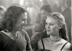 Julia Stiles & Heath Ledger - 10 Things I Hate About You Teen Movies, Iconic Movies, Good Movies, Movie Couples, Cute Couples, Fangirl, Julia Stiles, Chef D Oeuvre, Romantic Movies