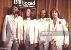 Bee Gees 1977 Barry Gibb, Robin Gibb, Maurice Gibb and Andy Gibb ay Billboard Music Awards in Los Angeles