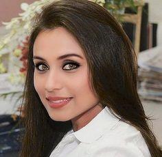 Rani Mukerji, Beautiful Bollywood Actress, Celebs, Female Celebrities, Beautiful Eyes, Indian Beauty, Indian Actresses, Sexy Women, Celebrity
