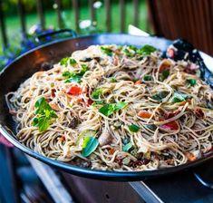 Vegetarisk italiensk pasta med soltorkade tomater och champinjoner