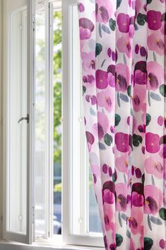 Bring your home into bloom! Sketched in oil by Minna Niskakangas, Orvokki (Pansy) floral fabric is full of intensely pink and plum-coloured pansies.   #fabric #curtains #floralfabric Fade Color, Plum Color, Dark Colors, Light Colors, Colours, Floral Fabric, Pansies, Fabrics, Bloom