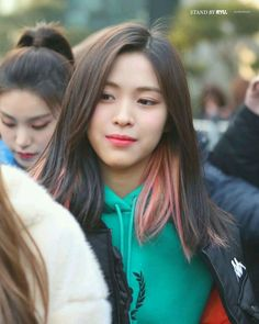 Find images and videos about kpop, itzy and ryujin on We Heart It - the app to get lost in what you love. Hair Inspo, Hair Inspiration, Hidden Hair Color, Hair Color Streaks, Hair Colour, Estilo Grunge, Aesthetic Hair, Dye My Hair, Grunge Hair