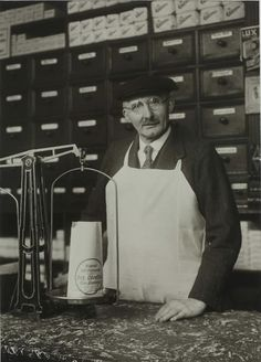 Ironmonger, c. 1929. © Photographische Sammlung/SK Stiftung Kultur – August Sander Archiv, Köln, courtesy of FEROZ Galerie, Bonn. Click above to see larger image.