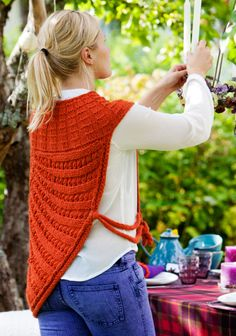 Suuri Käsityö Alpakkakeeppi, alpaca cape by Pia Heilä for Toika Oy. Knit Crochet, Knitting, Knits, Clothes, Patterns, Fashion, Canoe, Tejidos, Dressmaking