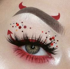 Looking for for inspiration for your Halloween make-up? Check this out for cute Halloween makeup looks. Cute Halloween Makeup, Halloween Looks, Halloween Ideas, Creepy Halloween, Whimsical Halloween, Vintage Halloween, Halloween Eyeshadow, Devil Halloween, Halloween 2019