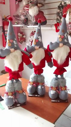 Instructions on how to make a few different nisse Christmas Gnome, Scandinavian Christmas, Diy Christmas Gifts, Christmas Stockings, Christmas Decorations, Christmas Ornaments, Christmas Craft Projects, Scandinavian Gnomes, Valentines Day Weddings