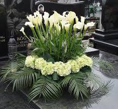 Znalezione obrazy dla zapytania dekoracje pomników na wszystkich świętych Ikebana, Funeral, Plants, Google, Flower Arrangements, Rose Flower Arrangements, Flowers, Flora, Plant