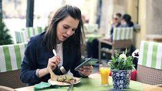 Với các thuê bao di động Vietnamobile thì việc đăng ký gói 3G Vietnamobile không giới hạn sẽ mang đến cho các thuê bao di động không gian online sống động, trải nghiệm trọn vẹn tiện ích của Mobile Internet mà không lo tốn quá nhiều chi phí.