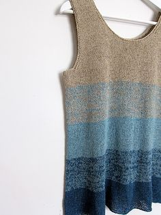 Hold yarn double for easy color grading. Ravelry: Ombre Tank pattern by Espace Tricot - free knitting pattern Knitting Patterns Free, Knit Patterns, Free Knitting, Summer Knitting, Knitted Tank Top, Knit Tops, Ravelry, Top Pattern, Free Pattern