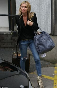 Bronzed beauty: Abbey Clancy stepped out showing off a natural looking tan on Wednesday leaving the ITV studios She's just returned from a brief break in Dubai where she got the chance to enjoy some much needed sun. Outfits Casual, Mode Outfits, Fashion Outfits, Booties Outfit, Trend Fashion, Look Fashion, Womens Fashion, Estilo Sienna Miller, Sienna Miller Style