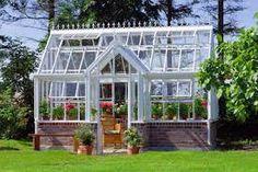 Kuvahaun tulos haulle kasvihuone vanhoista ikkunoista