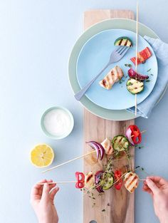 Kyllingspyd med friske grønnsaker til sommerens grill. Server gjerne med en grønn salat, ris eller brød.