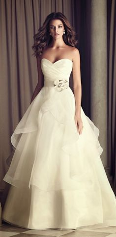 2014's Do's & Don'ts for Stress Free Wedding Dress Shopping | Team Wedding Blog #weddingdress #weddingdresses