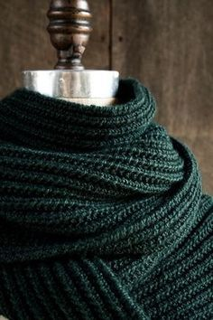 Lightning Fast Mistake Rib Scarf | You'll love this quick and easy beginner scarf pattern. What a gorgeous color!