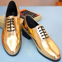 The Best Men's Shoes And Footwear : New Mens Fashion Casual Dress Glitter Gold Color Point Shoes Party Look - Fashion Inspire New Mens Fashion, Look Fashion, Fashion Shoes, Dress Fashion, 80s Fashion, Fashion Clothes, Fashion Outfits, Gold Dress Shoes, Prom Shoes
